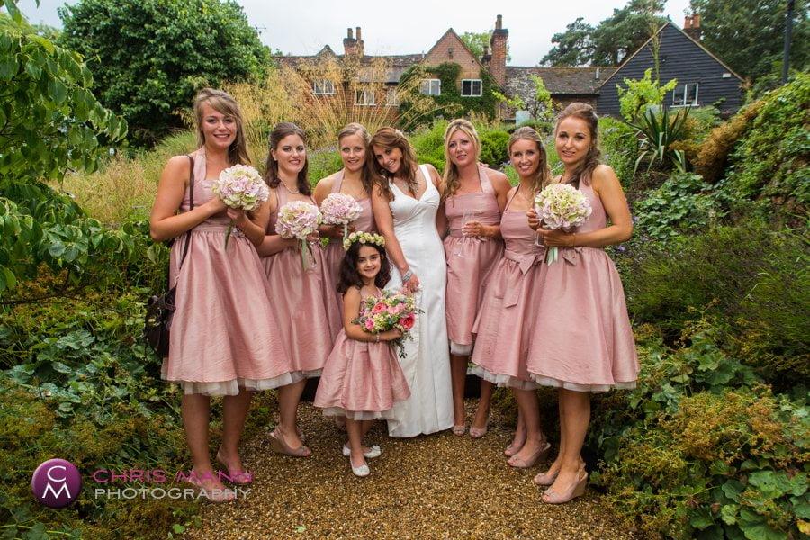 group photo bride with bridesmaids in garden