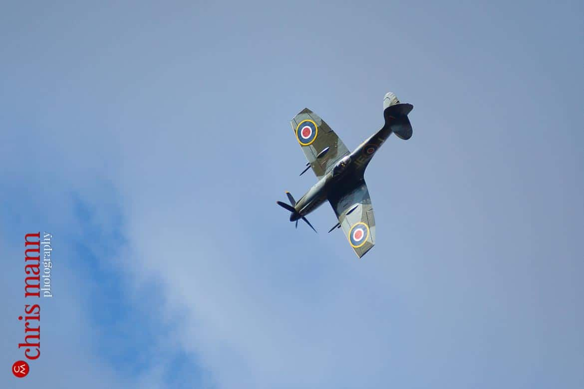 Supermarine Spitfire Mk XIV dives to entertain wedding guests in Hampshire